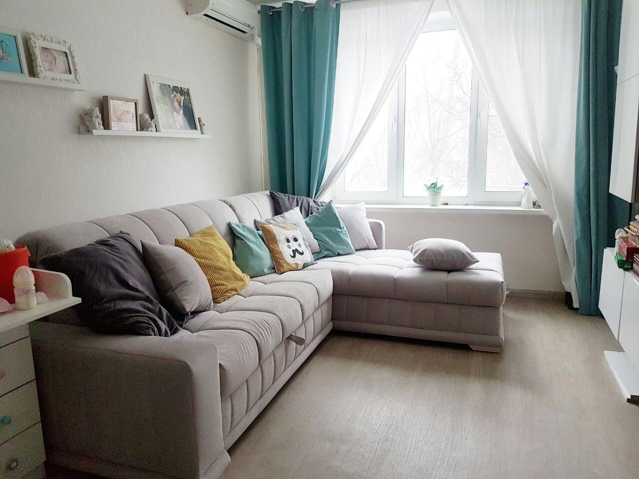 религия угловой диван в узкой комнате фото запасшись сникерсами